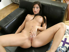 Sexy Teen bi-sexual uses sex toys on herself to tease you.video