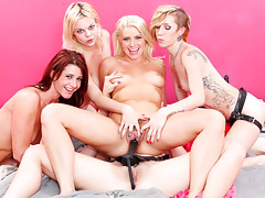 Anikka Albrite is having a big party with her hot chicks!video