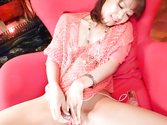 Naughty Maika toys her trimmed pussy in the living roomvideo